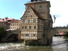 Fachwerkhaus / Regnitz / Bamberg / Deutschland | RM-Video 833-477-706 in SD | Framepool & RightSmith Stock Footage#bamberg #deutschland #fachwerkhaus #footage #framepool #regnitz #rightsmith #rmvideo #stock Architecture Jobs, Historical Architecture, Ancient Architecture, Amazing Architecture, Architecture Details, Amazing Buildings, Old Buildings, Chateau Medieval, Medieval Houses