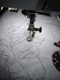 "Embroider with you ""normal"" sewing machine - no need for an expensive, special embroidery machine ^-^ . Free tutorial with pictures on how to make a piece of textile art in under 0 minutes by embroidering with fabric, thread, and embroidery thread. Free Motion Embroidery, Machine Embroidery Applique, Free Motion Quilting, Embroidery Files, Embroidery Thread, Quilting Blogs, Machine Quilting Patterns, Quilt Patterns, Quilt Stitching"
