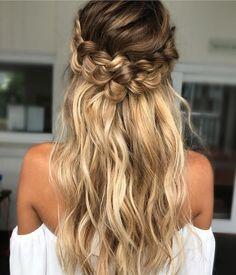 Wedding hairstyle for boho bride | bohemian wedding hairstyle ideas #hairstyle #hairideas #hairdown #weddinghairideas #weddinghair #bridalhair