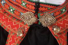 NORWEGIAN WOMEN'S SETESDAL BUNAD FOLK DRESS : Lot 646