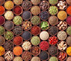 10 gezondheidsbevorderende kruiden en specerijen: kaneel, salie, pepermunt, kurkuma, heilige basilicum, cayennepeper, gember, fenegriek,rozemarijn en knoflook,  veel kookplezier. zie ook artikel op www.ahealtylife.nl