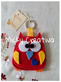 Micky Creativa Diy And Crafts, Crafts For Kids, Key Chains, Christmas Ornaments, Sewing, Holiday Decor, Owls, Hand Crafts, Keychains