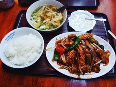 用事の帰りに以前から行きたかったアンコールワットでカンボジア料理ランチ イカの辛い炒めものと卵スープタピオカのデザート 量がすごい(@_@) おいしかったけどさすがに食べ切れませんでした #yoyogi #cambodianfood #anchorwat #アンコールワット #代々木 #カンボジア料理