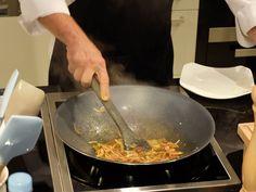 Taller de cocina anticáncer con Odile Fernández   Arroz integral con verduras al vapor y setas aderezado con salsa de soja, cúrcuma y pimienta negra