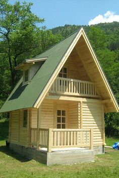 Tiny houses seem to break all the rules, and yet, the tiny house movement is really taking off! Small Cottage House Plans, Small Cottage Homes, Tiny House Cabin, Small House Plans, Tiny Homes, Tiny House Family, Backyard Cottage, Tiny Cabins, Wooden Cabins