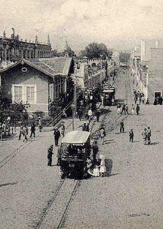 Foto de entre finales del siglo XIX y principios del XX de una calle de San Fernando mucho más estrecha que la de hoy en día. San Fernando, Spain Travel, Wanderlust Travel, My Dream, Traveling By Yourself, Street View, City, Image, Lisbon