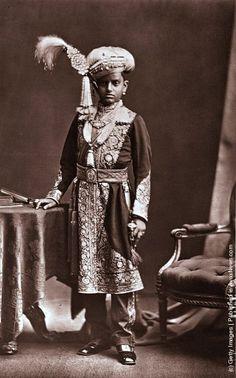 His Highness Chama Rasendra Wadiar Bahadur, the maharajah of Mysore..............http://www.pinterest.com/pin/523543525405029144/