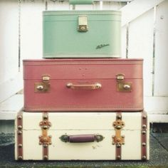 Chic luggage! (If only I could pack this lightly.)