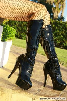 Free Latex Fetish Photo Pictures and Video Trailers Shoes Heels Boots, Heeled Boots, Latex Boots, Unique Boots, Ballet Heels, Super High Heels, Latex Girls, Latex Fashion, Gothic Girls