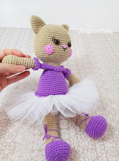 Ballerina cat crochet pattern by Amigurumi Today