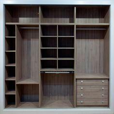 Diseñamos, fabricamos y montamos su armario, interior y cajoneras.
