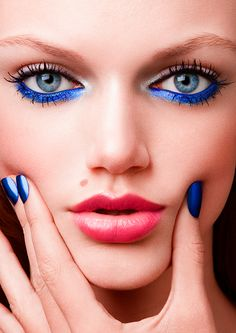 Glitter Makeup Eyeshadow Palette,Vodisa 25 Color Smokey Warm Eye Shadows Pallet with Make Up Brushes Kit Waterproof Beauty Cosmetics Matte Shimmer Warm Neutral High Pigment Eyeshadows - Cute Makeup Guide Crazy Makeup, Pretty Makeup, Makeup Looks, Blaues Make-up, Eyes Lips Face, Blue Eye Makeup, Blue Eyeliner, 60s Makeup, Eyeliner Makeup