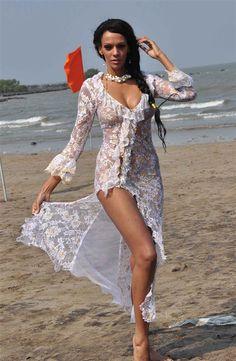 bikini photo shoot of Judi Shekoni