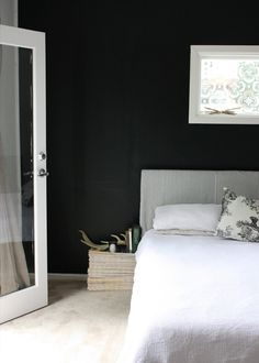 Could it be correct to say that you are looking for fast outcomes in your bedroom decorating? At that point I am going to show to you an incredibly simple strategy to modify your bedroom decorating subject that may indicate fast outcomes… Black Rooms, Black Walls, White Walls, Master Bedroom, Bedroom Decor, Design Bedroom, Home Decoracion, Minimalist Bedroom, Dream Decor