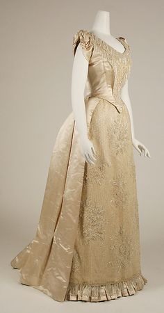 Evening dress ca. via The Costume Institute of the Metropolitan Museum of Art Victorian Era Fashion, 1880s Fashion, Vintage Fashion, Victorian Dresses, Retro Fashion, Women's Fashion, Beaded Evening Gowns, Evening Dresses, Prom Dresses