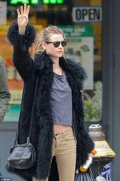 (4) - beige broek+mannen streepjesshirt+spijkerjas new purse -tan jeans ``sunglasses