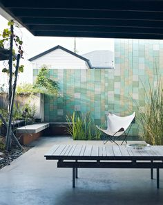 Cleary The Brisbane home of Geraldine Cleary. Photography - Jared Fowler, Styling / Production – Lucy Feagins / The Design Files.The Brisbane home of Geraldine Cleary. Photography - Jared Fowler, Styling / Production – Lucy Feagins / The Design Files. Outdoor Rooms, Outdoor Gardens, Outdoor Living, Outdoor Decor, Interior Exterior, Home Interior, Exterior Design, Exterior Tiles, Landscape Design