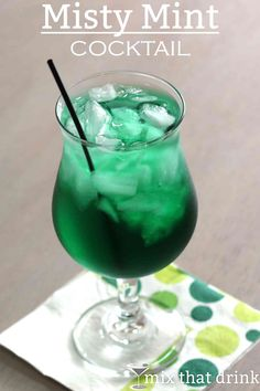 Misty Mint cocktail recipe with creme de menthe and rum. Misty Mint cocktail recipe with creme de menthe and rum. Vodka Drinks, Bar Drinks, Yummy Drinks, Alcoholic Drinks, Beverages, Healthy Cocktails, Vodka Martini, Cocktail Mix, Cocktail Drinks