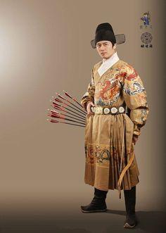 (4) 漢服 hanfu-traditional Han Chinese clothing