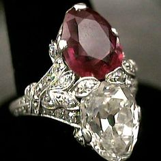 art deco ring... I want this with a Peridot stone and a Topaz stone :)