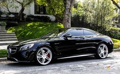 Mercedes-Benz S63 AMG Coupe with staggered 22