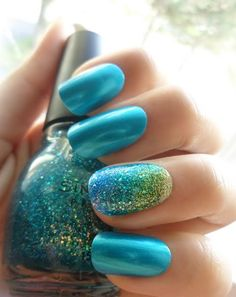 Blue gives us a peaceful and cool vibe. Have you ever had the blue nail polish for your nails? Here are we pick up 17 top blue nails art for you. You can find a Hair And Nails, My Nails, Teal Nails, Green Nails, Gradient Nails, Ombre Nail, Blue Nails Art, Nails Turquoise, Gold Gradient