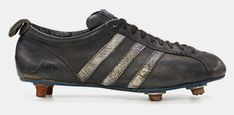 bobby moore – adidas diamant – football boots worn at the FIFA world cup in england Old Football Boots, Soccer Boots, Football Outfits, Football Shoes, Adidas Football Cleats, Soccer Cleats, Black And White Trainers, Adidas Boots, Soccer Gear