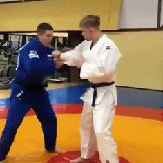 let's play judo — Masahiko Kimura sumi/hikikomi gaeshi to gyaku ude. Fight Techniques, Jiu Jitsu Techniques, Martial Arts Techniques, Self Defense Techniques, Self Defense Moves, Self Defense Martial Arts, Judo Karate, Taekwondo, Martial Arts Workout