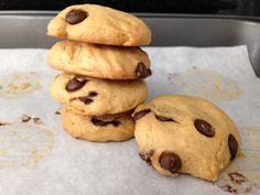 Um biscoito de pasta de amendoim sem farinha?? É possível?? Sim!!! Vem conferir essa receita que só leva 4 ingredientes e totalmente livre de glúten!