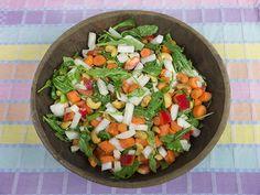 Salade van rucola, wortel, paprika, rettich en cashewnoten   www.Alternatief-Idee.net