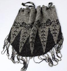 Refined and elegant evening vintage beaded purse/ handbag  From the 20s Black Grey Raffinata ed elegante  borsetta da sera  anni '20 vintage di ItalianVintageFamily su Etsy