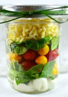 Caprese mason jar salad ... just one of four great mason jar salads