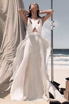 Winter is coming soon but I still want it to be summer so I can wear something like this BCBG Max Azria Maxi-dress Source: http://www.style.com/fashion-shows/resort-2015/bcbg-max-azria/collection BCBG MaxAzria Resort 2015 #MaxiDress #SummerDress #BCBG