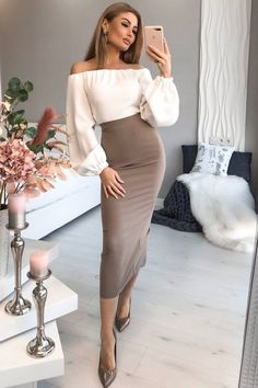 Black Pencil Skirt Outfit, Tight Pencil Skirt, Pencil Skirt Outfits, High Waisted Pencil Skirt, Classy Business Outfits, Beautiful Outfits, Casual Dresses, Lady, Skirts