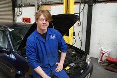Award Winning #SUAC Motor Vehicle Maintenance Apprentice Warren Trueman. #madebyapprentices http://www.stratford.ac.uk/News/Archive/College-Apprentice-Wins-Prestigious-Rolls-Royce-Award.aspx …