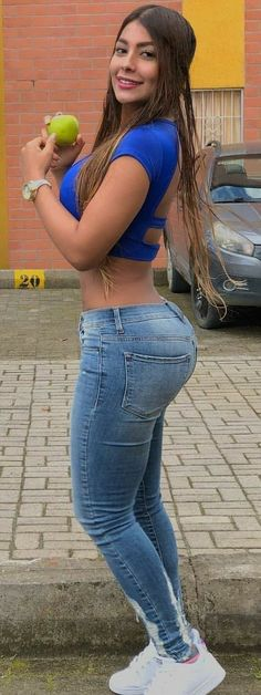 hot-chicks-in-xxx-low-cut-jeans-rasierte-muschi-pisse