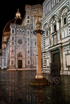 Piazza di San Giovanni, Florence, Italy. For more Italy travel tips, visit our website at www.touritalynow.com