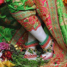 ISKCON Chowpatty Deity Darshan 13 Dec 2018  (14) Krishna Lila, Little Krishna, Krishna Hindu, Baby Krishna, Jai Shree Krishna, Lord Krishna Images, Radha Krishna Pictures, Radha Krishna Photo, Krishna Photos