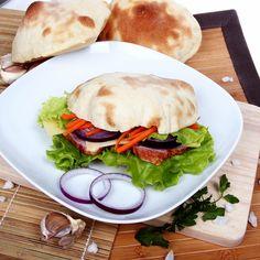 Арабский хлеб пита — отличный вариант домашней выпечки, который можно приготовить для выезда на природу, дачу, пикник.