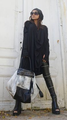 Black and White Maxi Bag / Oversize Leather Tote Bag / Fringe Black And White Bags, Off Black, Leather Pieces, Black Leather Bags, Cute Casual Outfits, Stylish Outfits, Girly Outfits, Simple Outfits, Fashion Mode