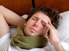 Feuchtkalte Luft zieht durch das Fenster. Schon kribbelt die Nase, der Hals kratzt – und da ist sie: die erste Herbsterkältung. Wenn sich dann noch Fieber breit macht, hat das Grippe-Opfer schon verloren. Nicht aber mit diesen 7 Hausmitteln: EAT SMARTER bietet Linderung ohne Pillenzauber, dafür mit Hustensirup und Essigwickeln. Omas beste Hausmittel gegen Grippe & Co. | eatsmarter.de