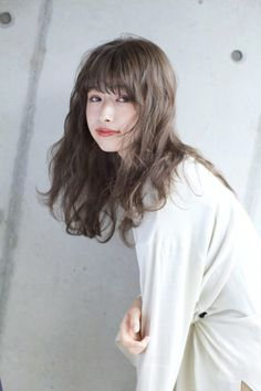 Pin on ロングヘア ( Long Hairstyles ) 私たちに従ってください Ash Beige, Beige Hair, Cut My Hair, Hair Cuts, Hair Inspo, Hair Inspiration, Ashy Hair, Beach Photography Poses, Pin On