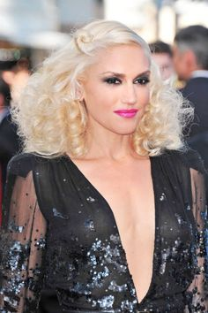 Gwen Stefani perfects the blonde with big curls look