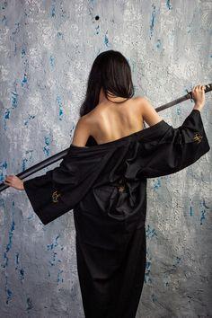 The Blind Ninja – katana Samurai Poses, Female Samurai, Samurai Art, Asian Woman, Asian Girl, Katana Girl, Ninja Girl, Kimono Japan, Warrior Girl