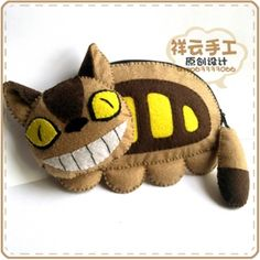 Totoro stuff is just awesome XD Geek Crafts, Baby Crafts, Ghibli, Diy Sewing Projects, Sewing Crafts, Chat Bus, Anime Diys, Crochet Totoro, Felt Cat