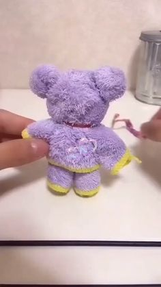 How to: TOWEL TEDDY BEAR tutorial! How to: TOWEL TEDDY BEAR tutorial! You will love to learn how to make a washcloth teddy bear and it makes the perfect baby shower gift. Be sure to watch the video tutorial too. Kids Crafts, Diy Crafts To Do, Diy Crafts Hacks, Creative Crafts, Diy Projects, Baby Teddy Bear, Teddy Bear Crafts, Teddy Bear Baby Shower, Cute Teddy Bears