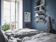 Crea una composición con láminas de una misma temática para que decoren las paredes de cualquier estancia de tu hogar. Room Colors, Wall Colors, Blue Bedroom, Bedroom Decor, Interior Decorating, Interior Design, Blue Design, Elle Decor, New Room