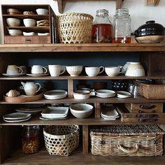 女性で、3LDKのインスタ→chii_ne/賃貸でも楽しく♪/食器棚DIY/和食器好きです♡/rutawa rawajifu…などについてのインテリア実例を紹介。「オシャレな和食器を入れたくて作った食器棚♪いま1番のお気に入りはrutawarawajifuさんの器です((*´∀`*)) きょうはどれにしようかなぁ〜と選ぶ時間が好きです♪まだまだ料理は勉強中ですが見て楽しめるような食事を目指してこれからも頑張ろうと思います('∀`)」(この写真は 2016-02-13 10:59:23 に共有されました)