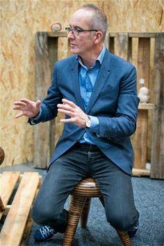 Kevin Mccloud, Aging Gracefully, Suit Jacket, Suits, Celebrities, People, Jackets, Portraits, Chair
