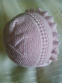 This Pin was discovered by Sel Baby Knitting Patterns, Baby Clothes Patterns, Baby Hats Knitting, Knitted Hats, Crochet Hats, Knitted Baby Clothes, Knitted Baby Blankets, Baby Barn, Baby Bonnets